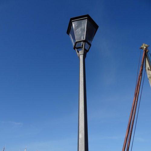 Skælskørlampe i støbejern fra Velamp