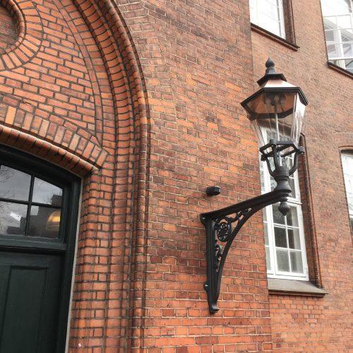 Ribelampe på Henriette Hörlücks Skolen i Odense, støbejern